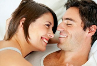 smiling_couple_in_bed_330